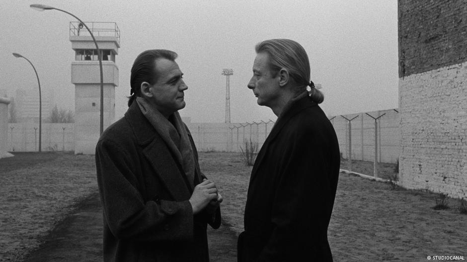 A scene from Wim Wenders 'Wings of Desire' (1987)