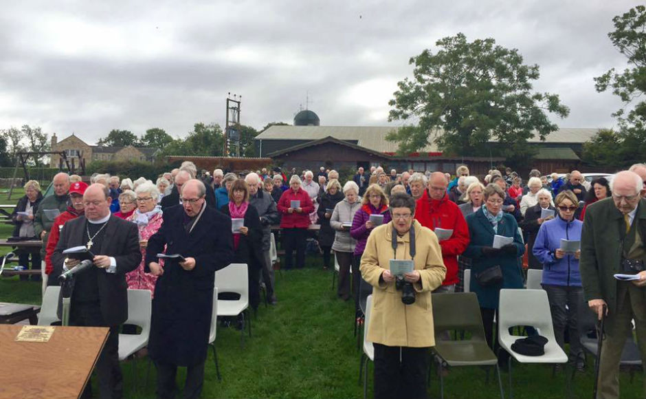 large congregation for the outdoor service