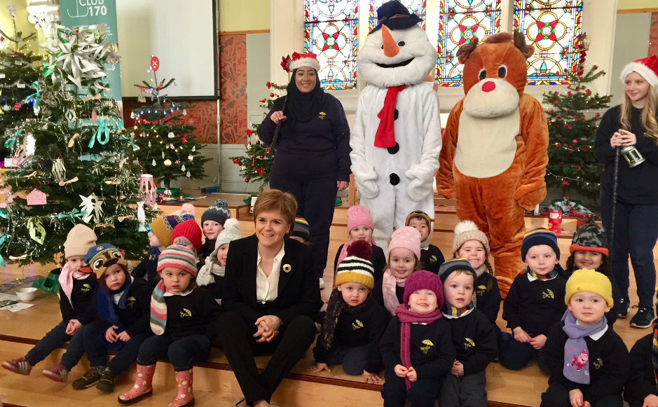 First minister with children at the Christmas tree festival
