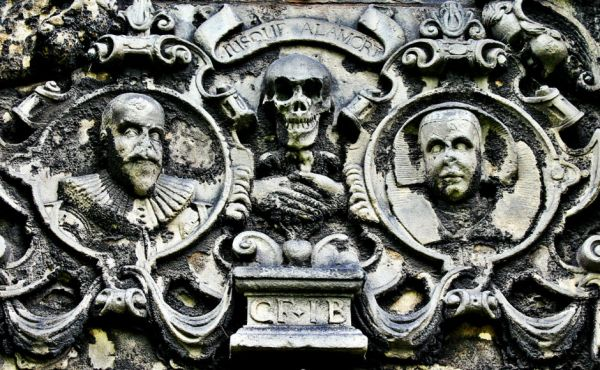 Skull and crossbones on a monument in Greyfriars Kirkyard