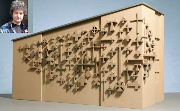 Sculptor Michael Visocchi with his design