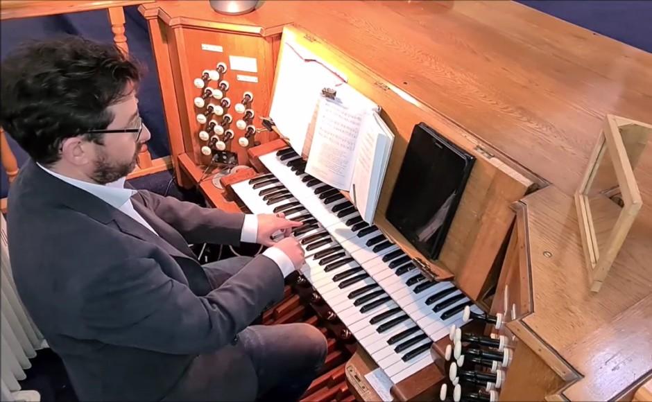 Organist Alan Mathew