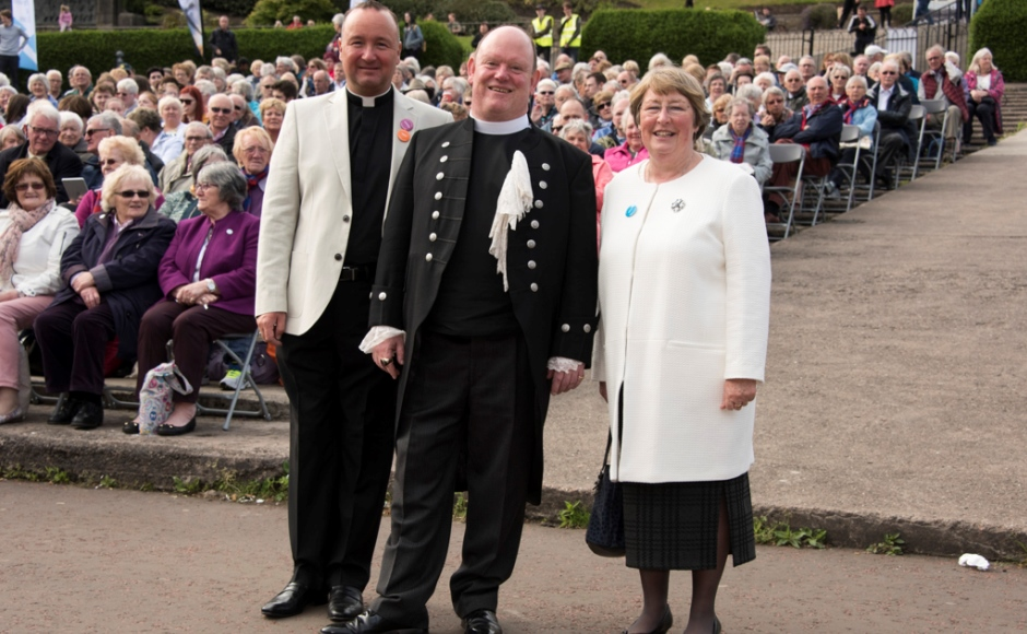 Anne Mulligan DCS with the Moderator and Rev John McMahon